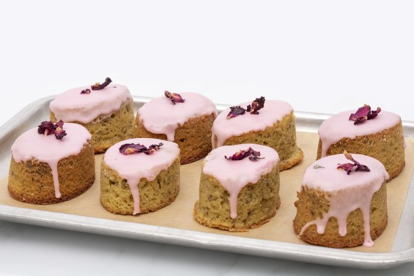 4 pistachio, lemon & rose cakes